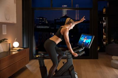 Con Technogym Bike la tua classe indoor-cycling preferita la segui da casa